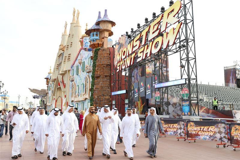 sheikh mohammed visits dubai global village (3)